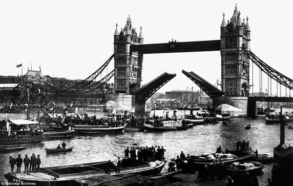 ANONYMOUS. Opening day of Tower Bridge, June 30, 1894. © National Archives