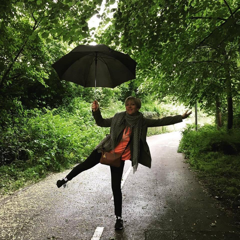 Danser sous la pluie à Londres ou ailleurs