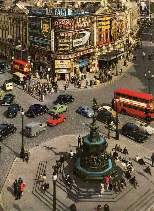 Did you know ? Piccadilly Circus