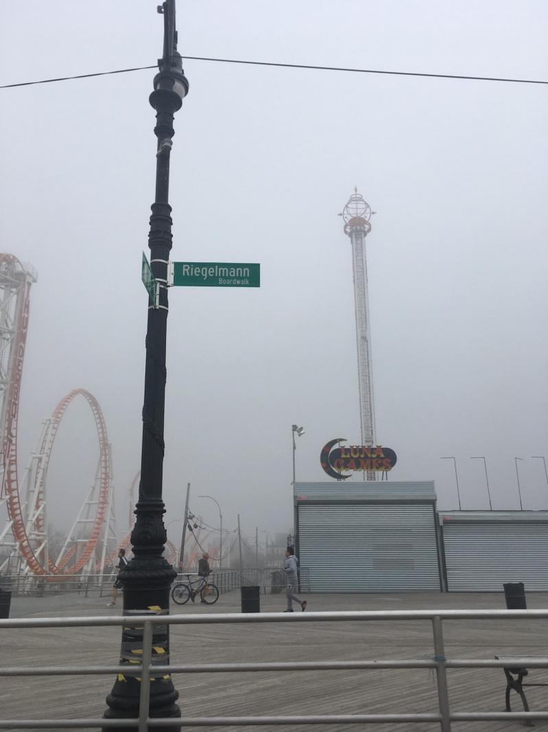 Coney Island dans le brouillard
