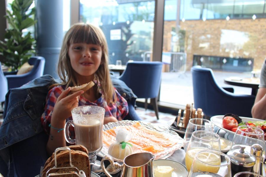 Prendre le Breakfast avec les kids au restaurant Ivy Tower Bridge