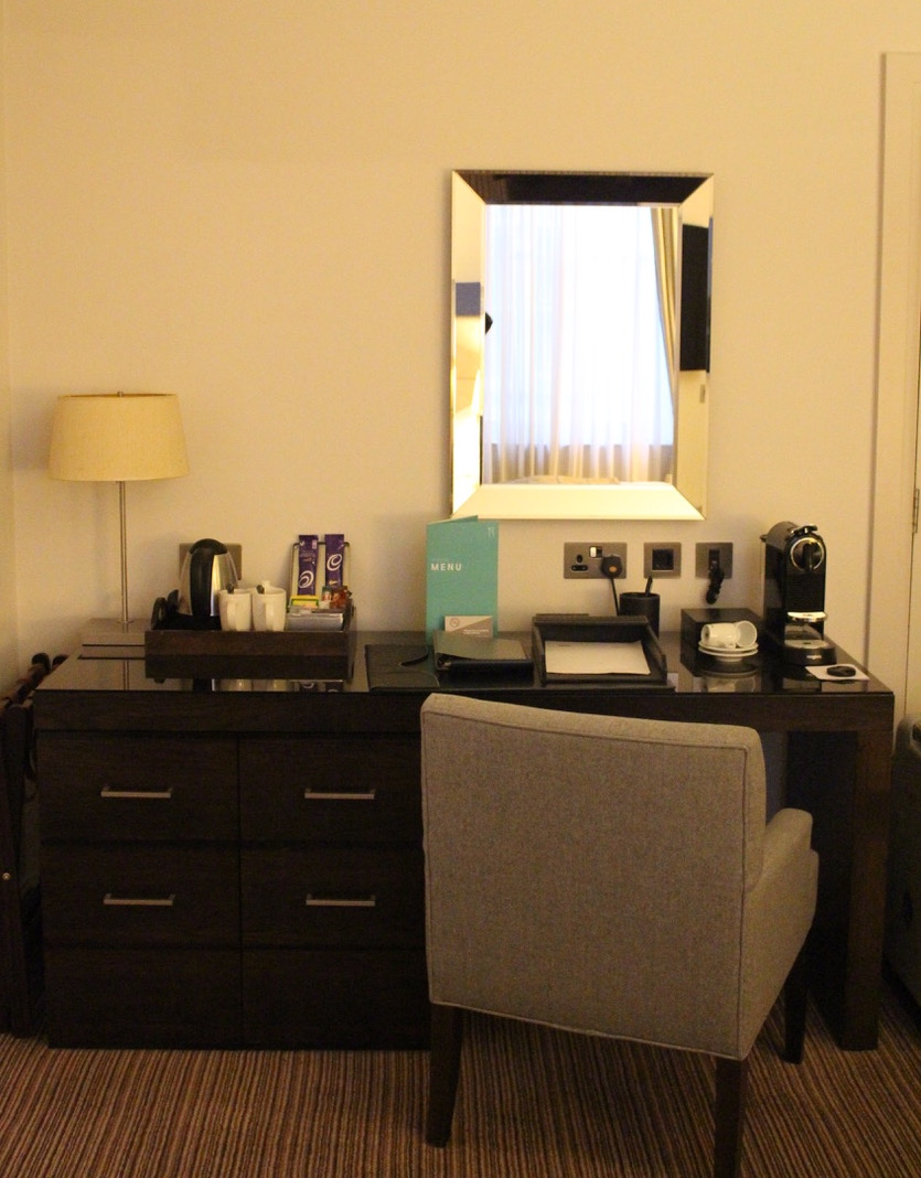 on a test the kingsley thistle hotel holborn londres. Black Bedroom Furniture Sets. Home Design Ideas