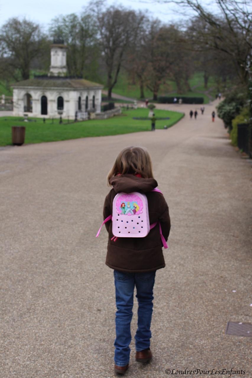 A Londres avec mon sac à dos Crocs
