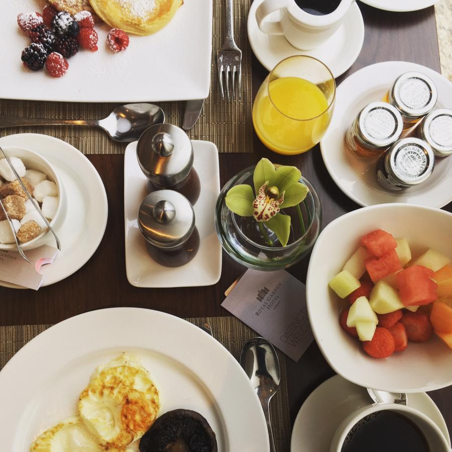 petit déjeuner au Royal Garden Hotel