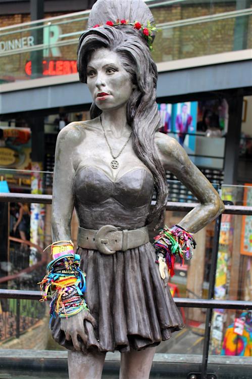Balade à Camden : Statue de Amy Winehouse
