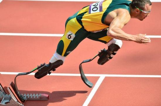 le-sud-africain-oscar-pistorius-premier-athlete-double-ampute-de-l-histoire-des-jo-prend-le-depart-du-400-m-aux-jeux-de-londres-le-4-aout-2012.jpg