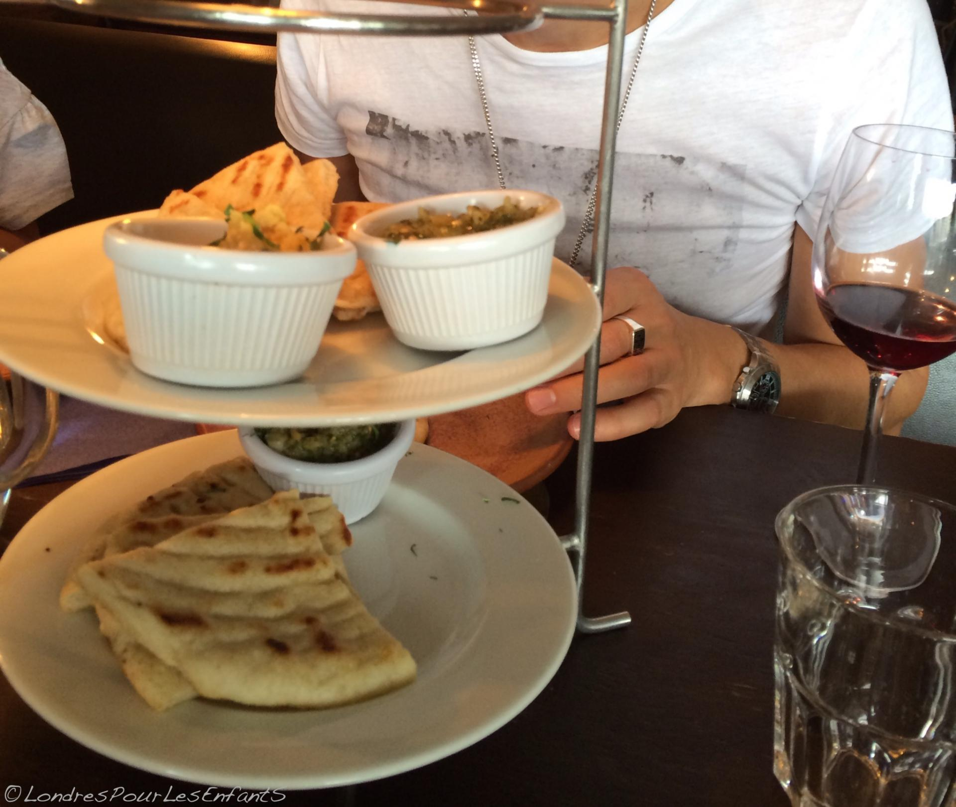 Un bon restaurant grec londres on a test the real greek - Restaurant la table du grec ...