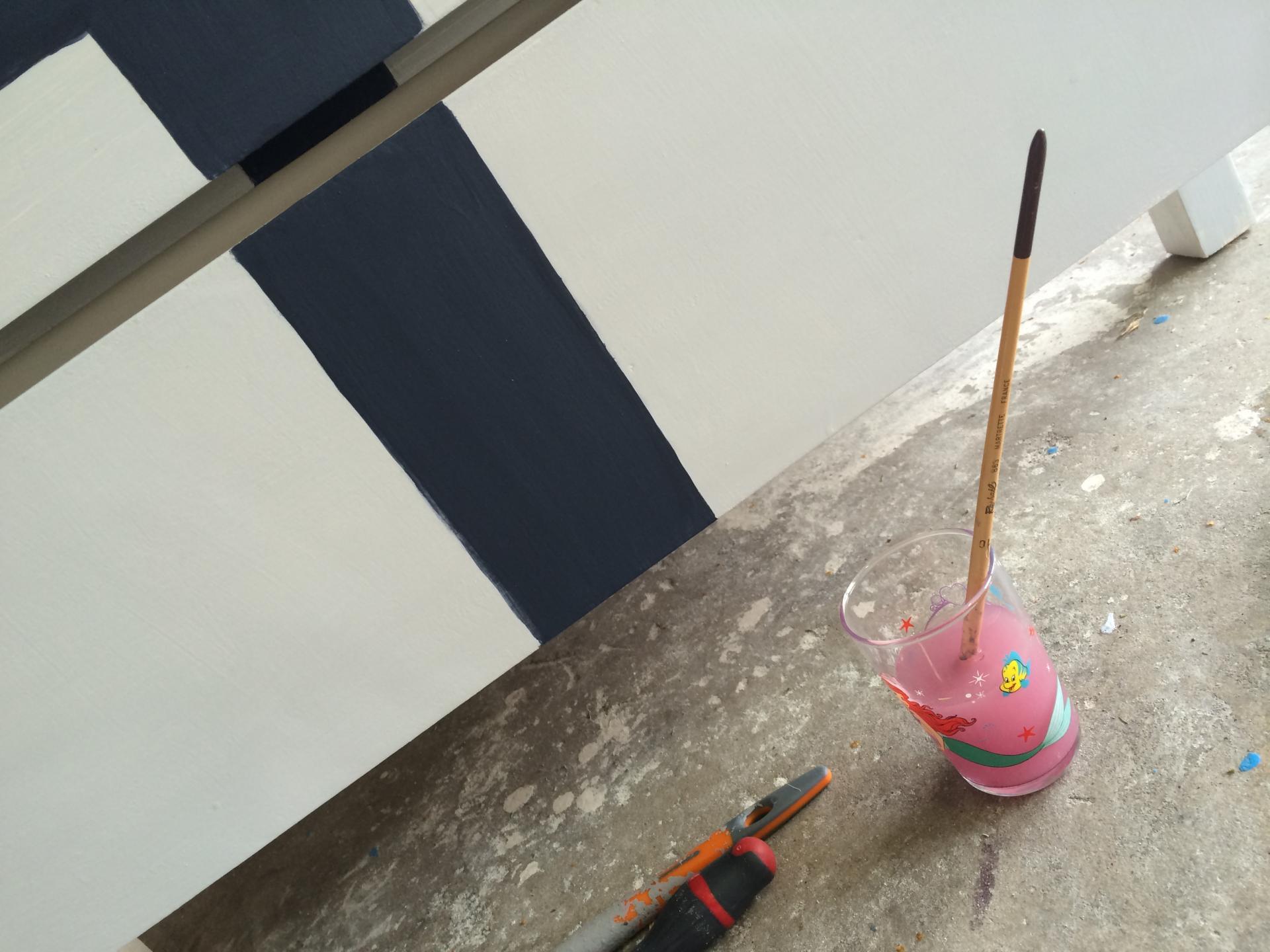 Diy c 39 est moi l 39 ai fait la commode union jack for Peinture speciale meuble