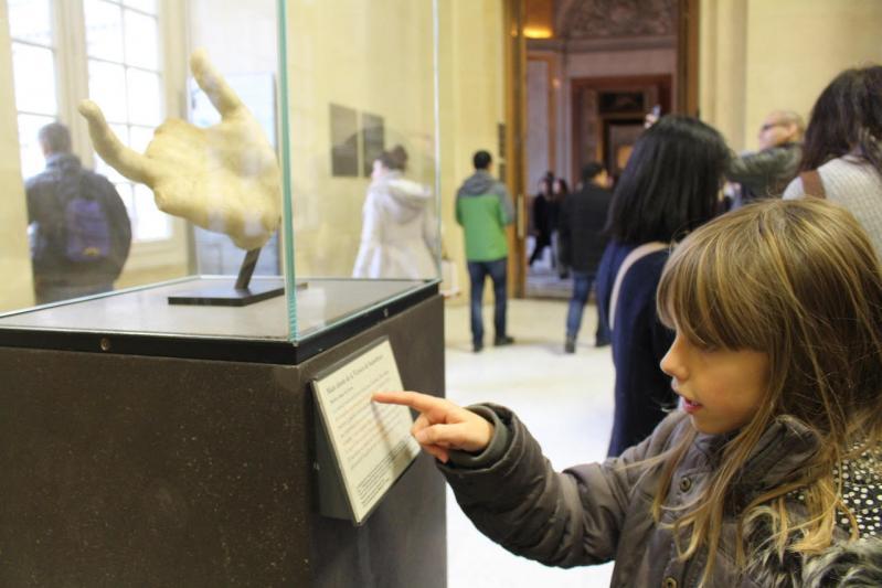 La petite fille qui voulait visiter Le Louvre...